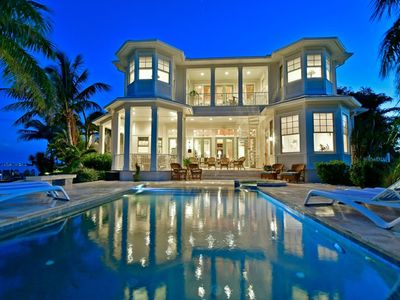 4 Bedroom, 5 Bath Luxury Waterfront Property with Infinity Pool and Guest Suite