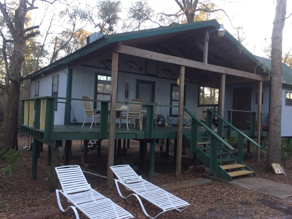 QUIET SECLUDED CABIN ON THE SUWANNEE RIVER