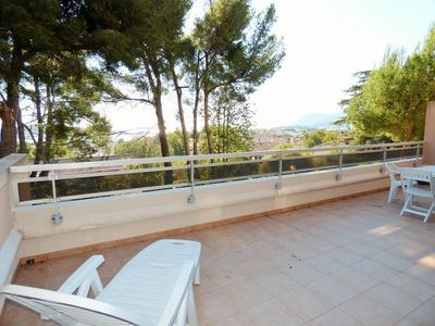 Photo for Large terrace of 30 m² with sea view! Private parking.