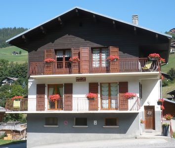 Photo for apartment ***, at the foot of the slopes, wifi, view on the Aravis chain