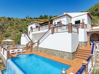 Photo for 3 bedroom Villa, sleeps 6 in Coria del Río with Pool, Air Con and WiFi