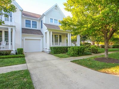 Photo for 2OCT: 4BR Bear Trap End TH -  Steps to Pools, Tennis, Fitness, Shuttle Stop....