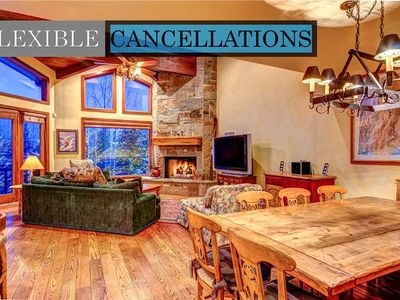 Ski right to the door of this lovely mid-mountain townhome! Hot Tub, Great Views