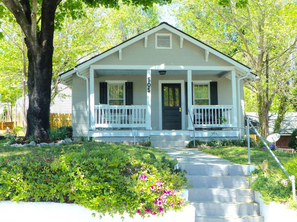 Newly Remodeled Stylish Cottage 3 Blocks Vrbo