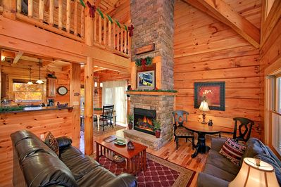 Classic 3 Bedroom Luxury Log Cabin With 3 Baths 3 Kings And Game Room Gatlinburg
