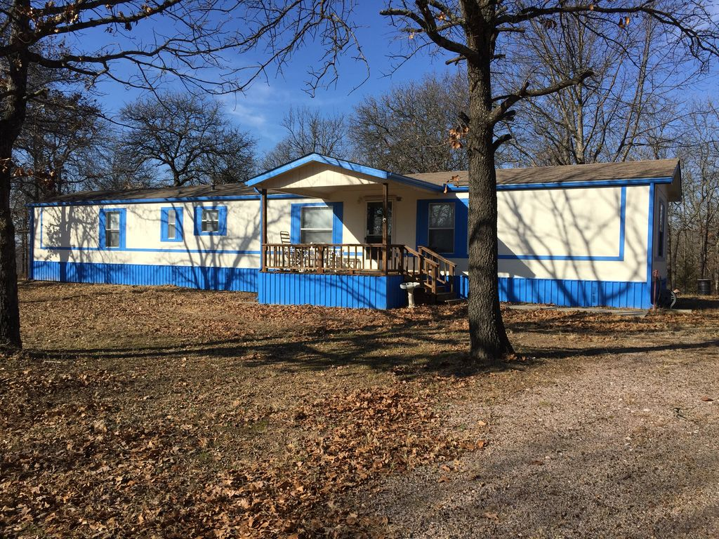 Lake texoma private acreage fish hunt go homeaway for Lake texoma cabins with hot tub
