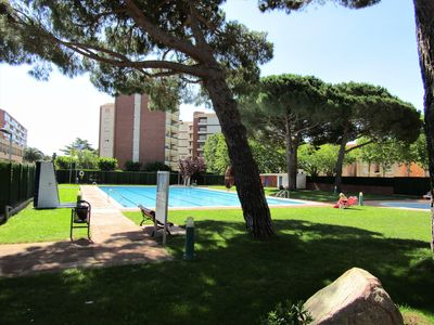 Photo for Sunny house ideally located and large private community pool HUTG024304