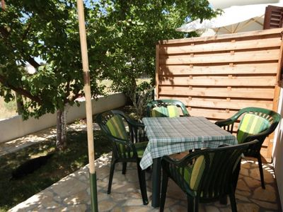 Photo for Two bedroom apartment with terrace Povljana (Pag)