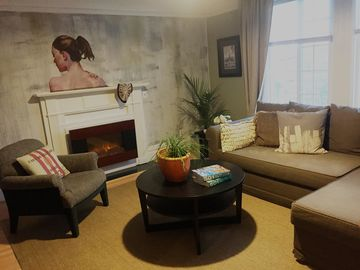 Chic Urban Oasis with View and Deck. Near Moscone Center & SF General Hosp.