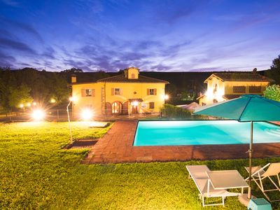 Photo for Beautiful villa with pool in the Tuscan countryside at the gates of Chianti
