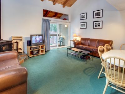 Photo for Charming condo w/ shared hot tub, pool, resort amenities - close to ski & beach!