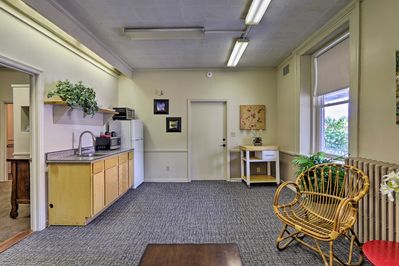 Take a couples retreat to this inviting apartment.