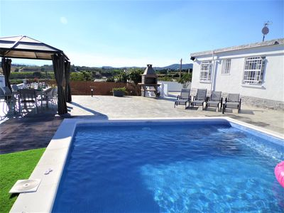 Photo for Villa with private pool, petanque, ping-pong, A / C, 14 px