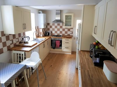 Photo for 4 bed 2 bath family home in Northfields, Ealing.