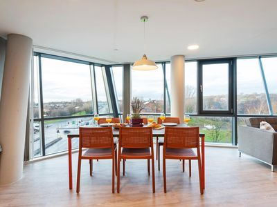 Photo for Spacious New 6BR Apartment in City Centre -sleeps6