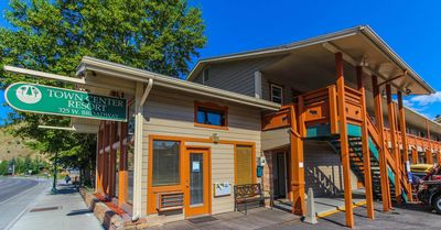 Photo for SKIER'S PARADISE! 2BR Condo close to Town Square!