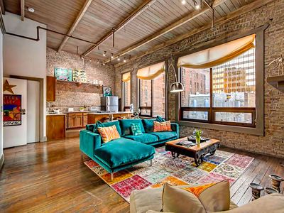 ❤️ of Downtown- 2 BR Walk to Everything! City Loft Penthouse Printers Alley Loft