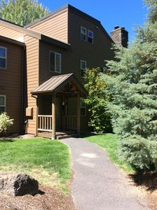 Cozy, Newly Remodeled Condo, minutes by walking to the Great Hall and Lodge