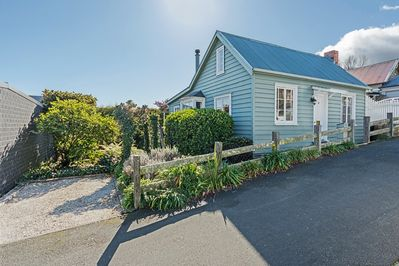 Manuka Cottage - Nelson Holiday Home in the City Centre