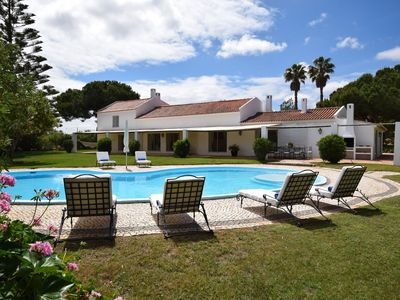 Photo for Beautiful renovated large Quinta with private pool on large Estate near Odiaxere