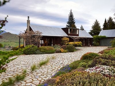 Photo for Nerenok - Dalefield Rural Holiday Home Only 10 Minutes From Queenstown!