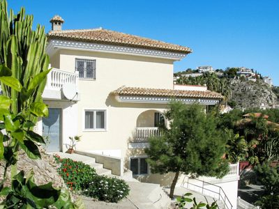 Photo for Nice apartment for 4 people with WIFI, pool, TV, balcony and parking