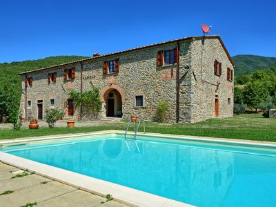 Photo for Large, traditional Tuscan villa with 7 bedrooms, private pool, panoramic views