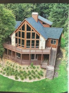 New owners-Lake Hartwell chalet with big views of the lake! Multiple upgrades!