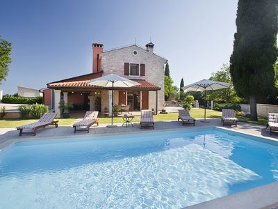 Photo for Impressive villa with private pool, 3 bedrooms, 2 bathrooms, washing machine, WiFi, sunbeds, terrace and barbecue