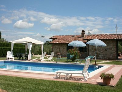 Photo for Villa with private pool near Castiglione del Lago