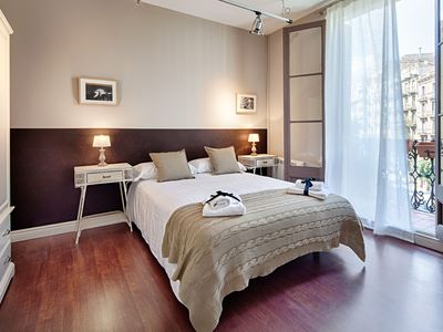 Photo for Stunning eixample 2 bedroom up to 6