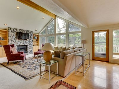 Photo for Inviting Sunriver home w/ golf course views and a private hot tub! SHARC access!