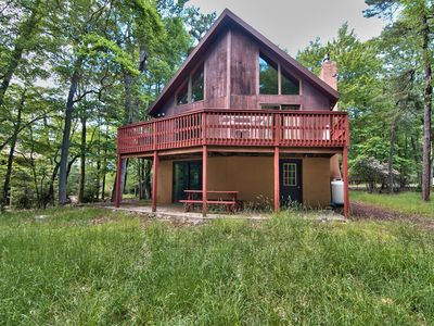 Photo for Poconos Chalet, 5bed + Loft w/ Pool Table, Deck, Sleeps up to 18