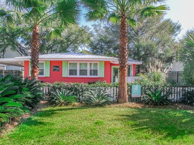 Photo for Castaway c1950! Pets, Ground level, Outdoor shower! 3 Blocks to Beach! WIFI