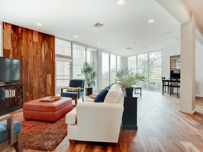Rooftop Skyline Views | Sunny Townhome | 1 Mile to Rainey Street