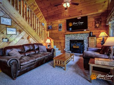 A Lasting Impression is a luxurious cabin located only minutes from the Parkway in Pigeon Forge.