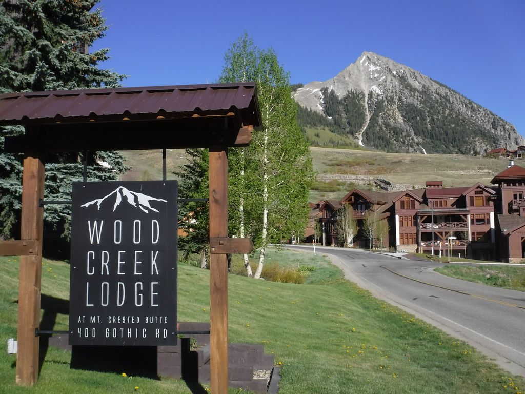 ♥ Highly rated 1BR condo at Base of Mt. Crested Butte: Hot Tub, Bus ...