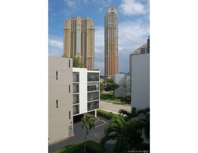 Photo for Le Cartier Cozy 2 bed/2 bath Sunny Isles Beach 3-4 min walk from the Beach!
