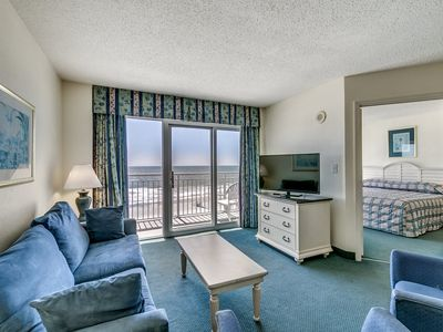 Photo for Bay Watch 637, 3 Bedroom Beachfront Condo, Hot Tub and Free Wi-Fi!