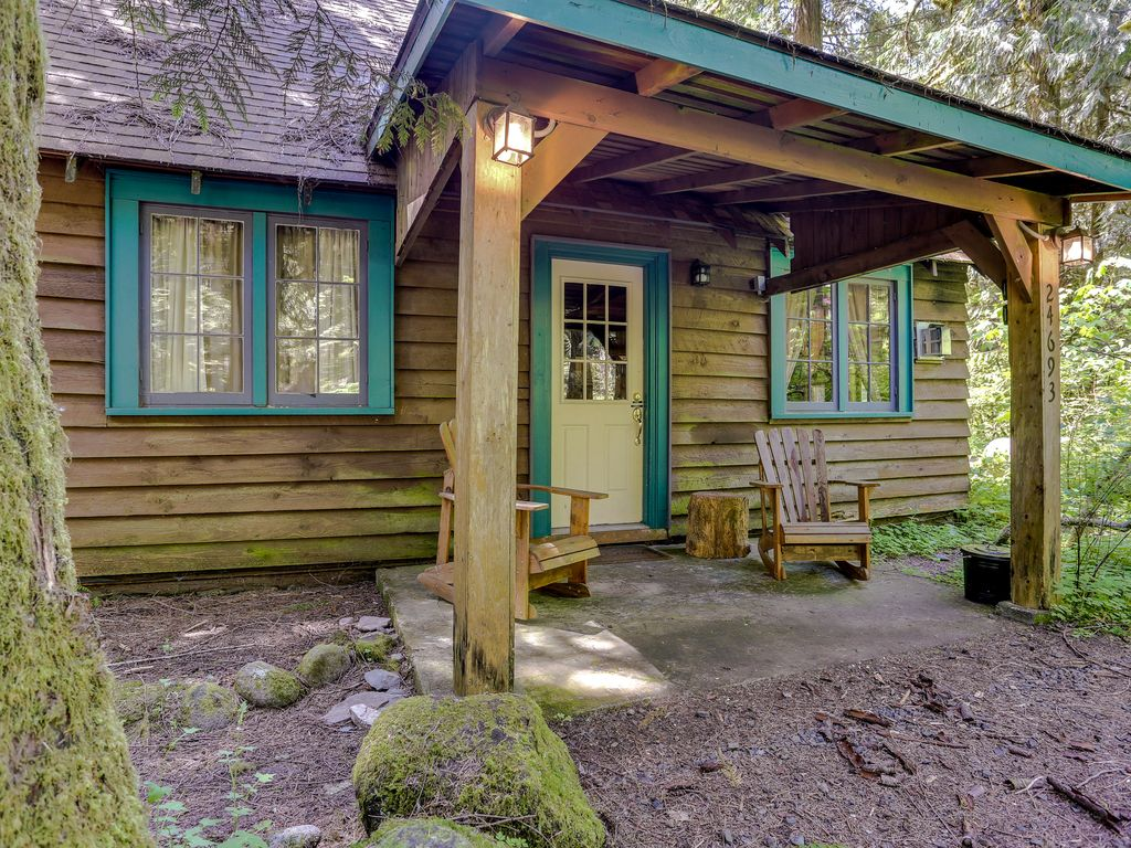 Quintessential dog friendly cabin in the woods within for Cabin in the woods oregon