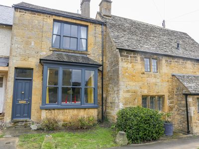 Photo for THE COTTAGE AT BROADWAY, pet friendly in Broadway, Ref 1000430