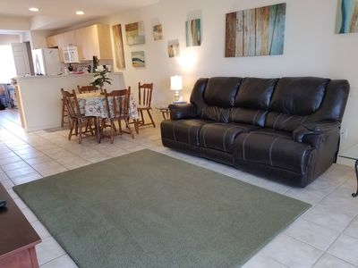 Golf course view, heated pool, privacy and comfort !