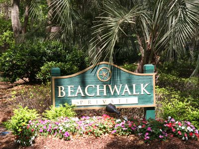 Newly Remodeled 2 bed villa in Beachwalk, closest to private beach and amenities