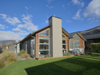Photo for Perfect Central location | Easy single-storey layout | Contemporary chic