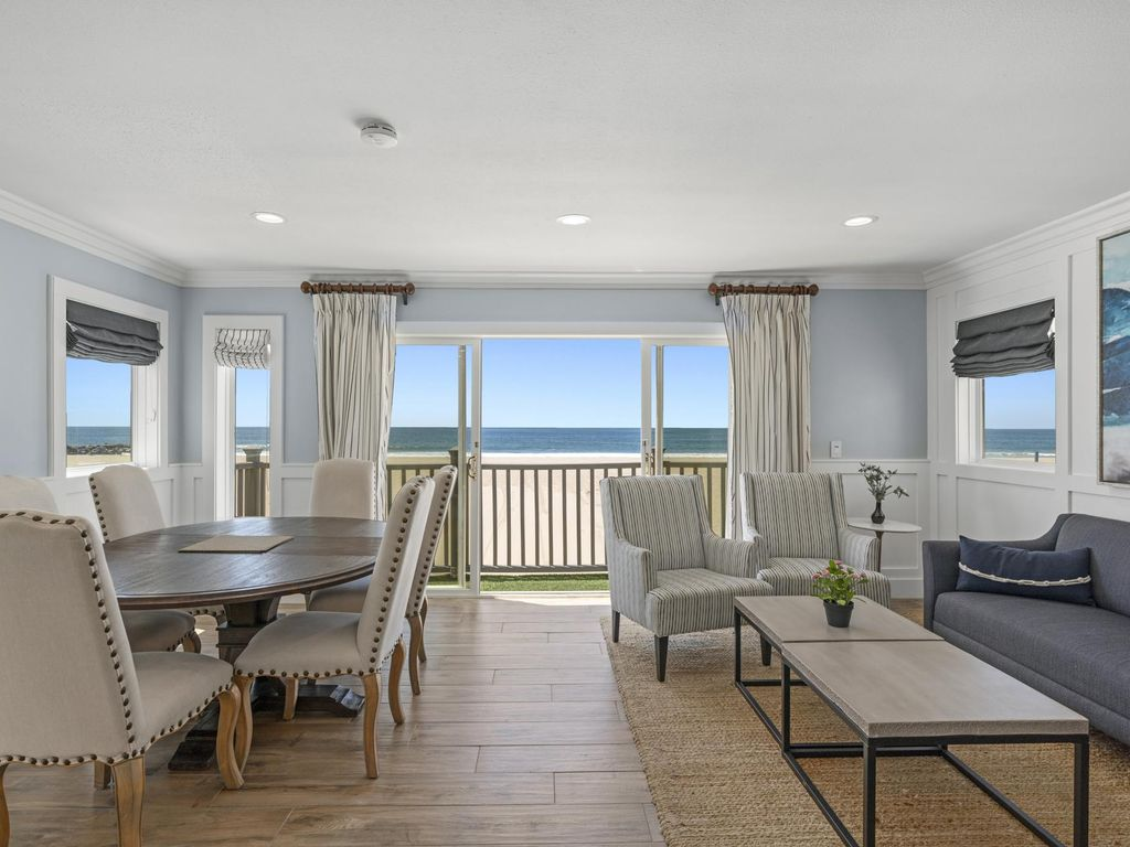 Beautifully Remodeled Upstairs Oceanfront Split Level Home W Rooftop Deck Balboa Peninsula