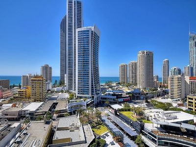 Photo for Circle on Cavil Resort- Apartment to sleep 4 people Surfers Paradise