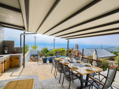 Photo for Charmingly decorated villa with pool & sea view