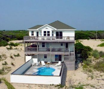 Photo for Footprints in the Sand* Pool, Hot tub *EXTRA livng rm&kitchen* Pets, Private