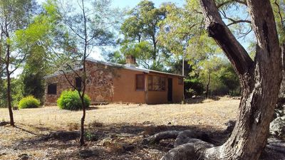 Saddlers Cottage is constructed from local stone and mud brick with skylight