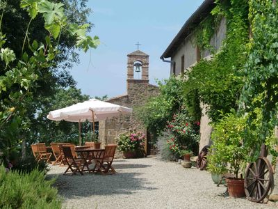 Photo for In a charming village in the Chianti area between Florence, Siena with swimming pool and WIFI